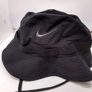 Nike dri fit bucket hat with embroidered logo size